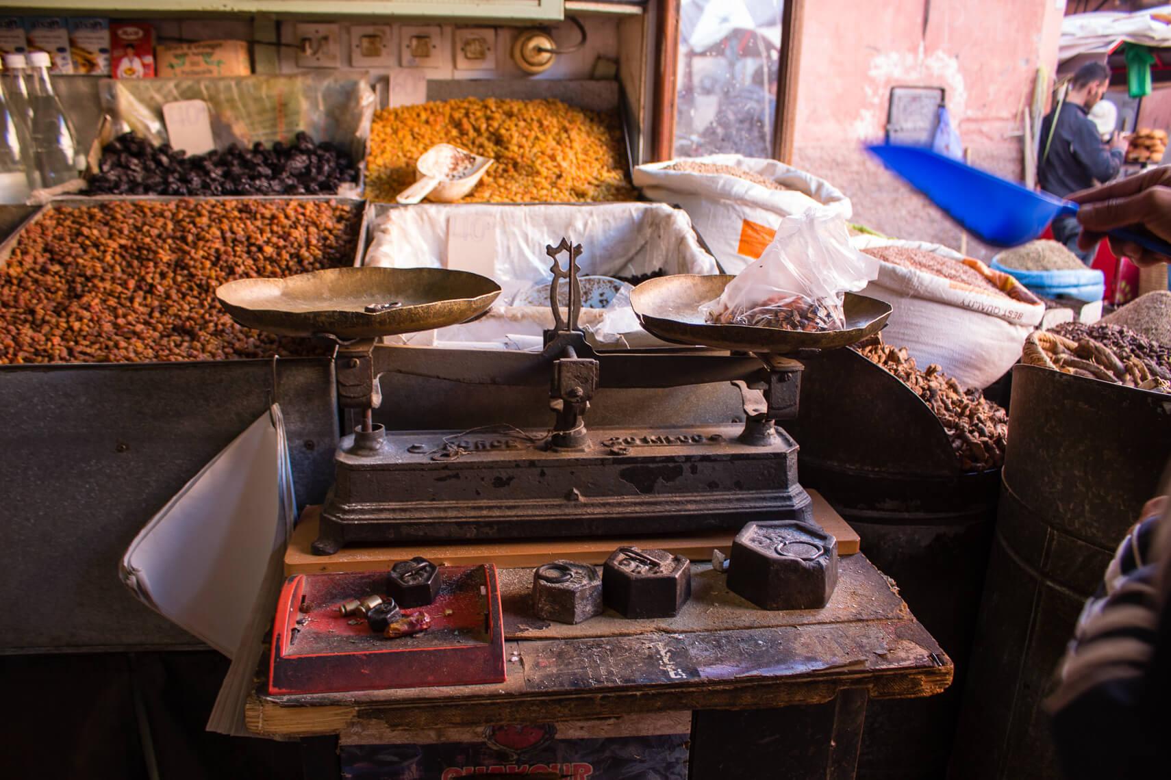 L'art de marchander dans les souks au Maroc